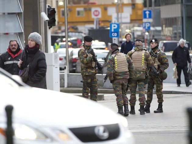 Slovenský občan, označovaný jen iniciálami W.R., který v pondělí dopoledne způsobil poplach u Evropského parlamentu, je ve vazbě.
