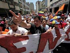 Stovky studentů podporujících venezuelskou opozici a kritici nemocného venezuelského prezidenta Huga Chávaze se dnes zúčastnily protestního pochodu ve venezuelském hlavním městě Caracasu.