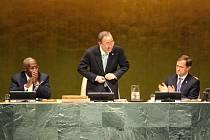 Generální tajemník OSN Pan Ki-mun (uprostřed)