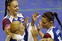 České volejbalistky se radují z postupu na mistrovství Evropy.