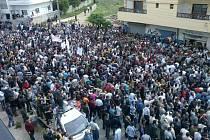 Na východě Sýrie demonstrují tisíce Kurdů. Žádají politické reformy, ale nikoli oddělení své oblasti od zbytku Sýrie