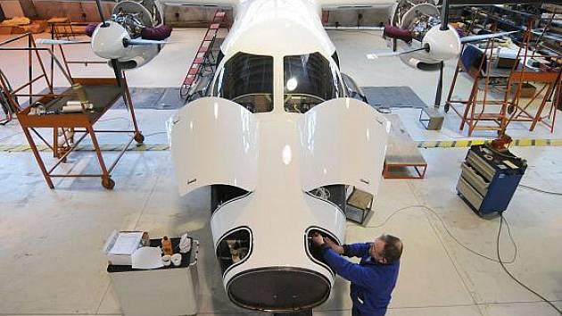 Montážní hala letecké továrny Evektor v Kunovicích na Uherskohradišťsku. Zde se dokončuje vývoj nového dopravního letadla EV-55 Outback. Letoun je určen pro přepravu devíti až 14 cestujících nebo 1800 kilogramů nákladu.