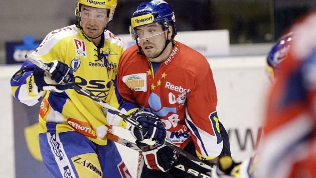 Petr Čajánek ze Zlína (vlevo) a Petr Koukal z Pardubic.