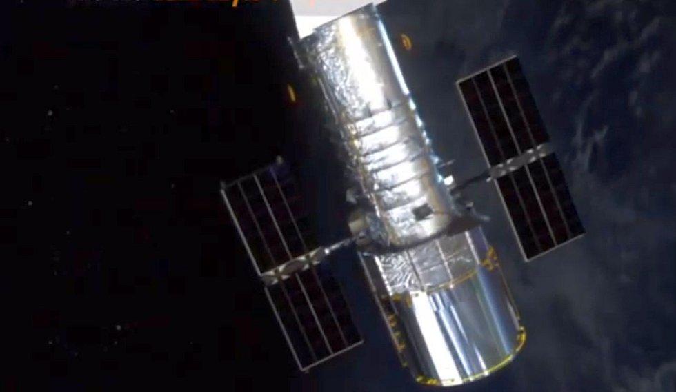 Tajemné tváře objevuje v dalekém a dávném vesmíru i Hubbleův vesmírný dalekohled