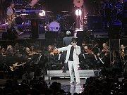 VELKOLEPÁ SHOW. Pražský výběr předvedl koncert plný hostů, klišé i překvapení.