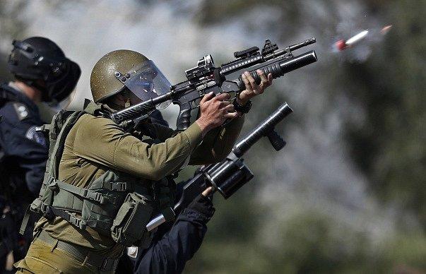 Zásah izraelských vojáků proti demonstrantům. Ilustrační foto