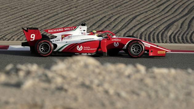Jezdec Mick Schumacher z týmu Prema ve formuli 2