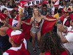 Kráska z Peru, Austrálie nebo Evropy? Vyberte nejhezčí fanynku skupiny C