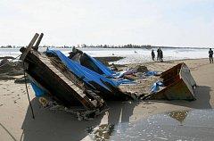 """""""Loď duchů"""" vyvržená na pobřeží Japonska."""