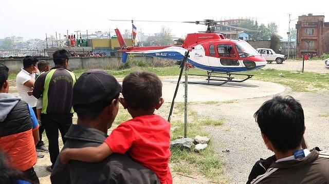Na nepálském letišti poblíž nejvyšší hory světa Mount Everestu havarovalo malé letadlo