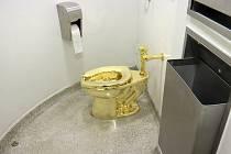 Cattelanův zlatý záchod
