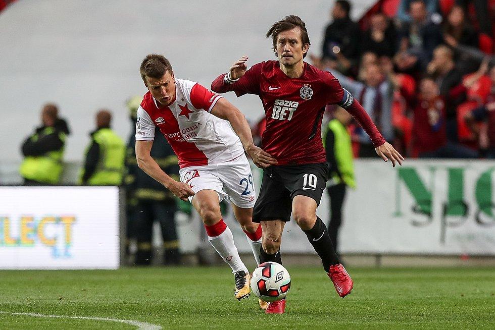 Tomáš Rosický (vpravo) v derby mezi Spartou a Slavií.