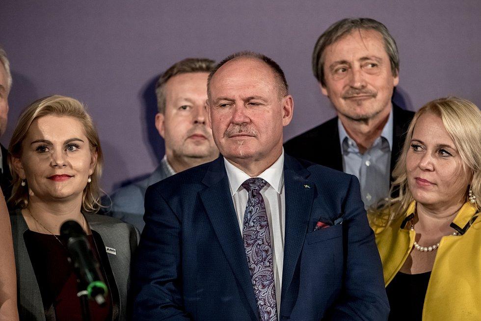 Sledování výsledků parlamentních voleb ve štábu ANO, 21. října v Praze. Ladislav Okleštěk