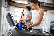 Člověk trpící obezitou většinou nejí zhladu, ale vlivem nějakých podnětů. Pokud bude vzdorovat, přijdou výsledky.