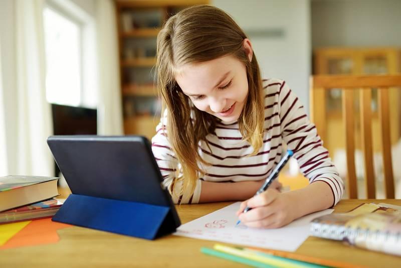 I distanční výuka by měla děti bavit. Ovšem bez kontaktu se spolužáky to občas jde těžko.