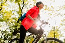 I cyklistika přináší i určitá rizika. Například pád nebo srážka sautomobilem vsilničním provozu. To jsou nebezpečí, která si můžete způsobit sami vlastní nepozorností a přílišným riskováním. Existují ale i zdravotní rizika.