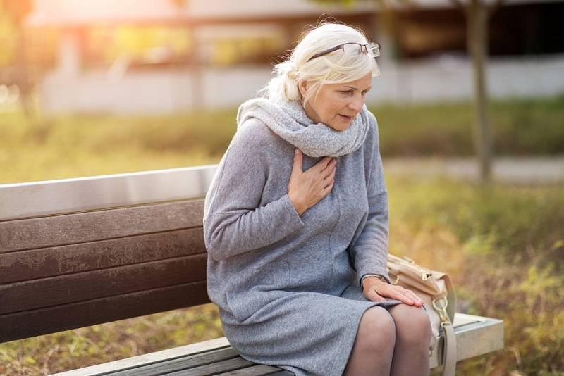 Potíže se srdcem mohou začínat i motáním hlavy či únavou.