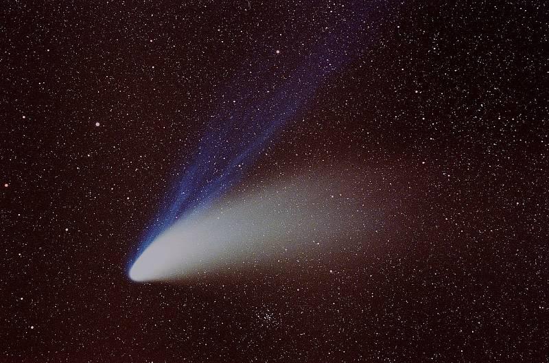 Hale-Boppova kometa nad Mnichovem v roce 1997