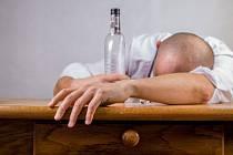 Závislost na alkoholu - Ilustrační foto
