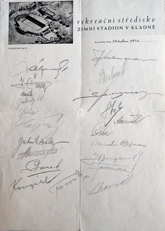 Podpisy hokejistů před MS v roce 1950 v Londýně, kam tým ale neodjel a většina hráčů skončila ve vězení
