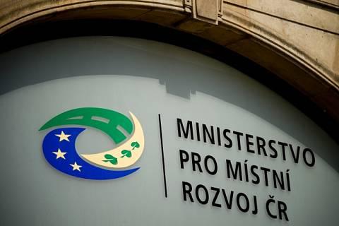 Ministerstvo pro místní rozvoj - nápis, logo.