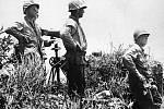 Poslední snímek velitele americké 10. armády, generála  Simona Bolivara Bucknera, pořízený dne 18. června 1945. O něco později byl generál zabit japonskou dělostřeleckou palbou