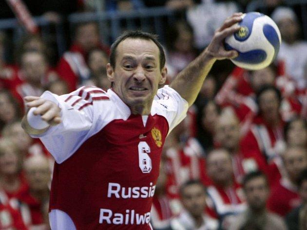 Rus Denis Krivošlykov střílí na norskou branku.