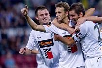 Fotbalisté Jablonce se radují z vítězného gólu na hřišti Olomouce. Zleva Jiří Krejčí, střelec branky Marek Jarolím a Petr Pavlík.