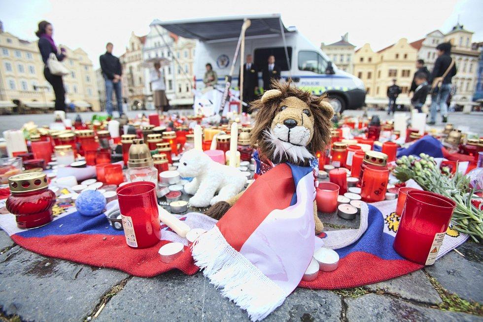 Září 2011: Pieta za hokejisty Jana Marka, Karla Rachůnka a Josefa Vašíčka (Praha).