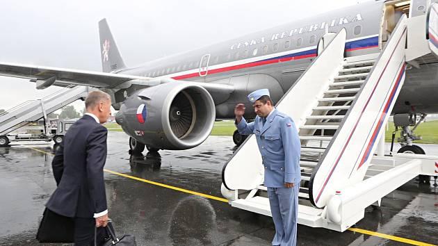 Premiér Andrej Babiš nastupuje do vládního speciálu