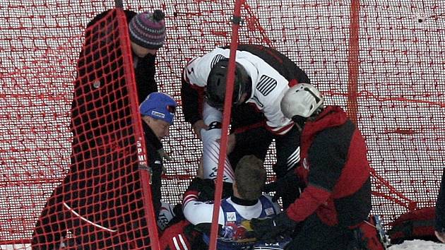 Andreas Buder měl těžký pád, který odnesl zlomenou nohou. Sezona pro něj skončila.