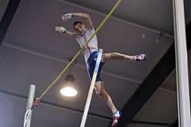 Hvězdný tyčkař Renaud Lavillenie na Jablonecké hale překonal 603 cm.