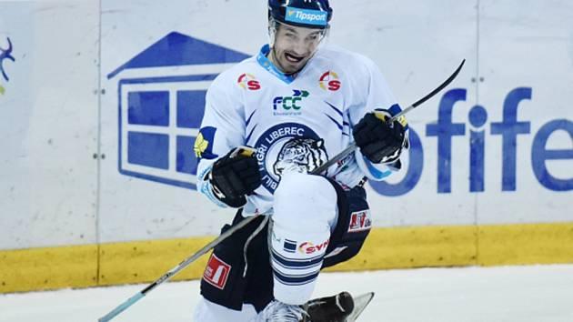 Jakub Valský z Liberce se raduje z gólu.