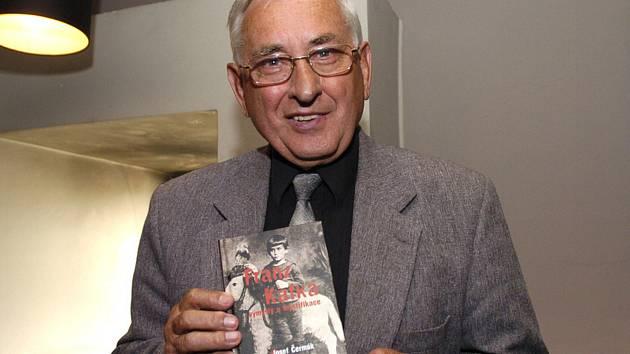 Ve věku 91 let zemřel 14. ledna 2020 romanista, literární historik a překladatel Josef Čermák (na archivním snímku z 29. června 2005)