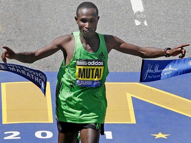 Keňan Geoffrey Mutai zaběhl v Bostonu nejrychlejší maraton, nebyl však uznán za světový rekord.