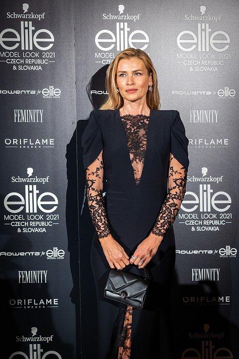 Finálový večer soutěže Schwarzkopf Elite Model Look 2021. Modelka Daniela Peštová.