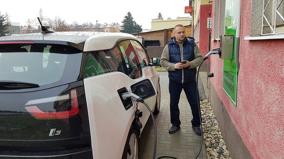 Elektroauto, dobíjecí stanice
