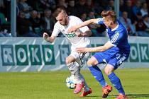 Fotbalisté Karviné (v bílém) proti rezervě Olomouce.