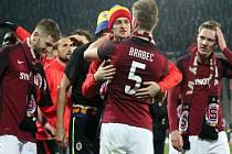 Fotbalisté Sparty se radují z vítězství v derby nad Slavií.