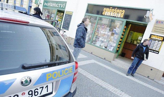 Lupič přepadl směnárnu ve Sladkovského ulici v Pardubicích. Odešel ale s prázdnou.
