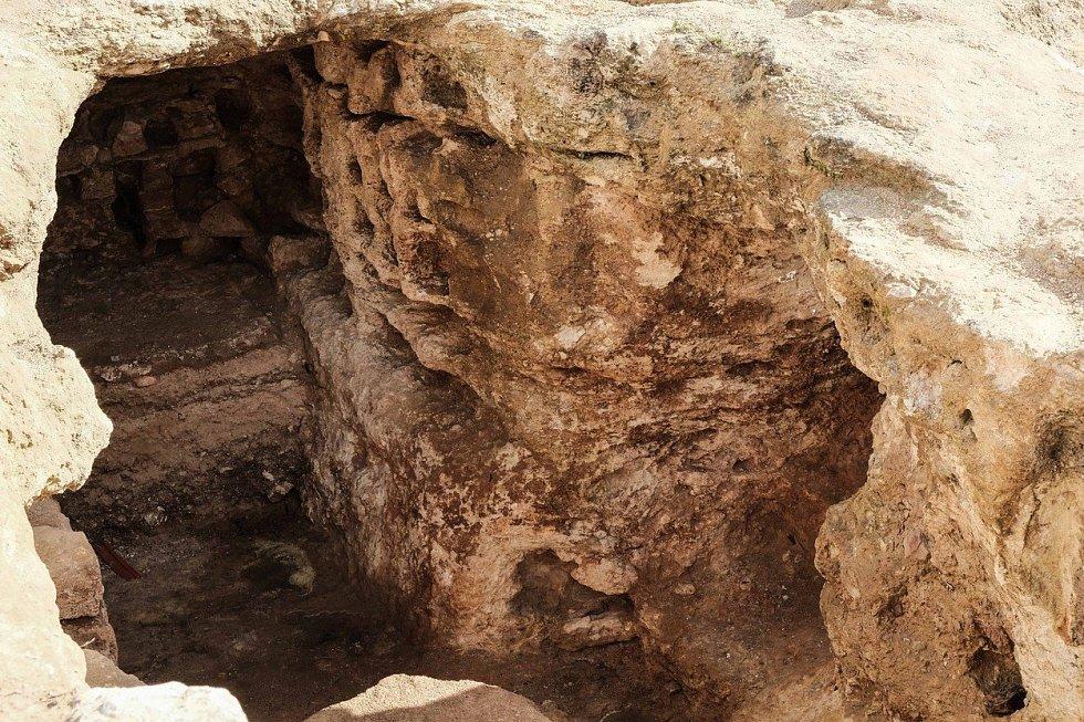Vykopávky na místě starověké vesnice