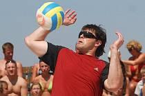 Jaromír Jágr si v minulé léto zahrál v rámci dovolené i beachvolleyball v Doksech.