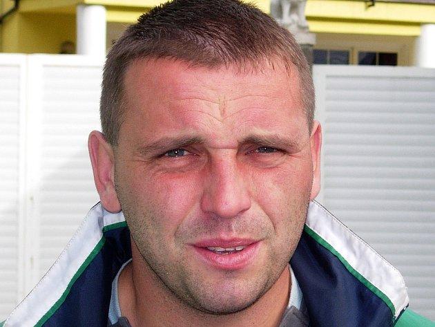 Trenér Losin Petr Strnad veze další body.