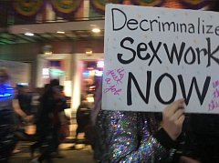 Zaměstnanci nočních klubů v New Orleans protestují proti jejich uzavření