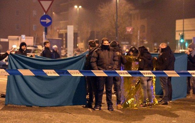 Muže podezřelého z pondělního útoku na vánoční trh v Berlíně zastřelili v severoitalském Miláně.