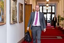 Ministr školství Robert Plaga (ANO) přichází na schůzi vlády 30. července 2019 v Praze