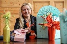 Expertka na balení dárků Radka Křivánková