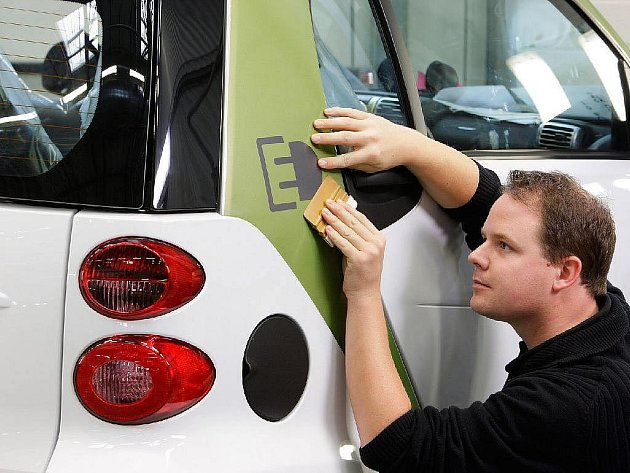 Daimler zahájil výrobu nových elektromobilů