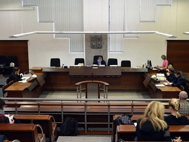Krajský soud v Liberci začal už 21. října projednávat kauzu 23 zastupitelů Liberce, kteří čelí obžalobě za údajně nevýhodný prodej městských pozemků.
