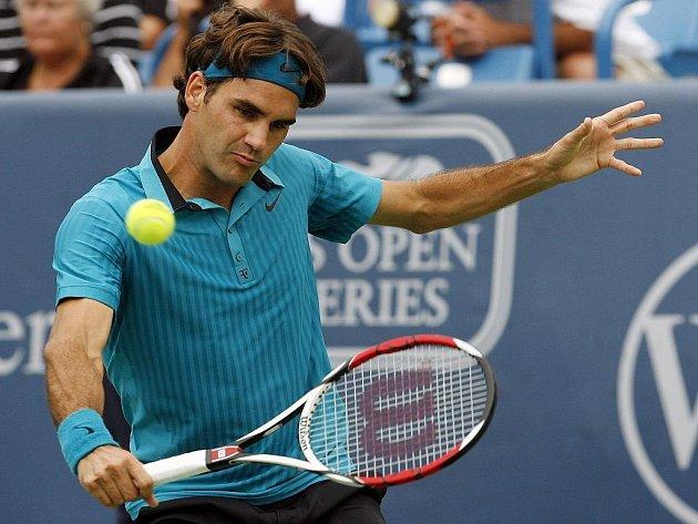 Roger Federer porazil v semifinále turnaje Masters v Cincinnati Andy Murrayho a zahraje si o titul.
